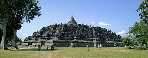 borobudur largest temple