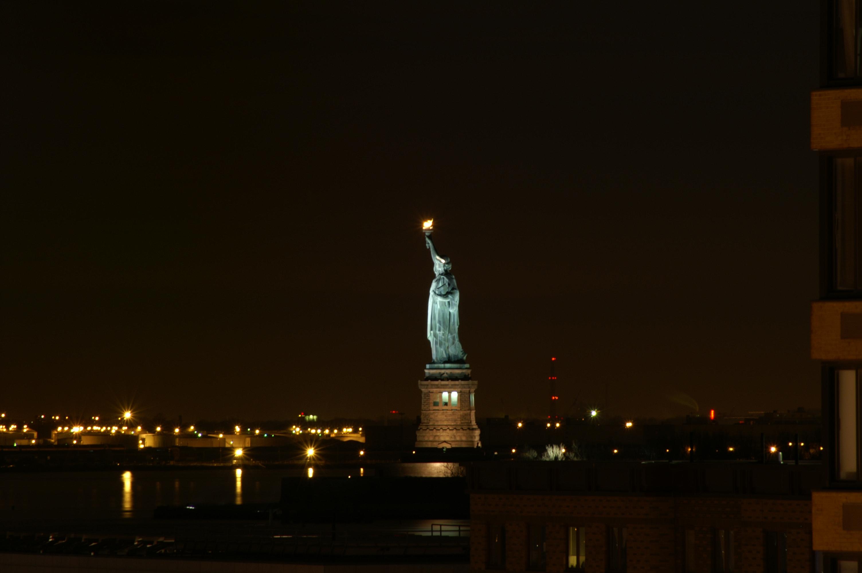 statue of liberty night - photo #1