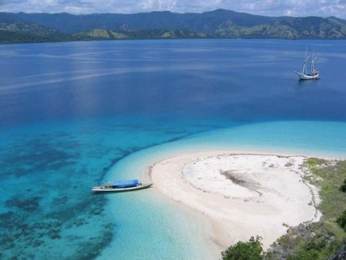 lombok island with white sands