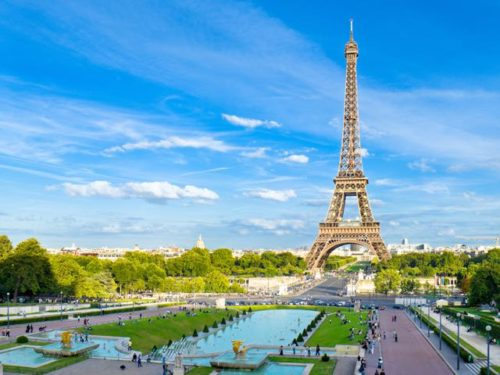 Eiffel tower at paris is a love symbol