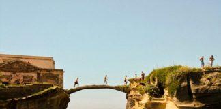 Gaiola bridge visitors