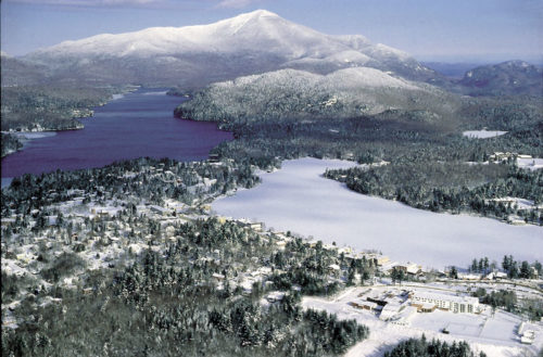 Snow falls at lake placid